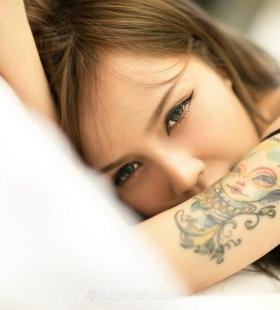 性感纹身美女黑色内衣诱惑写真图片