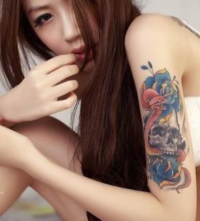 性感诱人的纹身美女床上妖娆身姿火辣十足高清写真图片