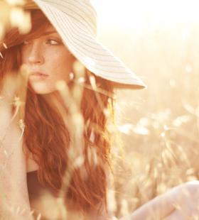 欧美红发草帽美女野外夏日清新唯美写真壁纸图片