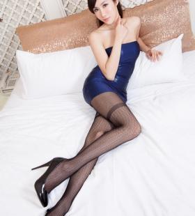 性感网袜美女床上诱人高清壁纸写真图片
