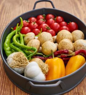 摆在锅里的新鲜蔬菜高清电脑壁纸图片大全