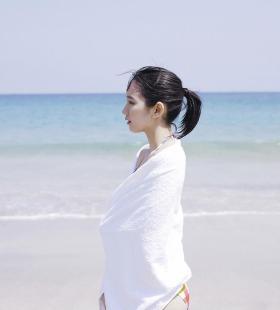 日本性感气质美女吉岡里帆比基尼造型海滩写真图片大全