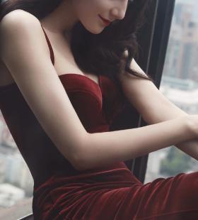 精致美女迪丽热巴红裙性感迷人高清手机壁纸图片