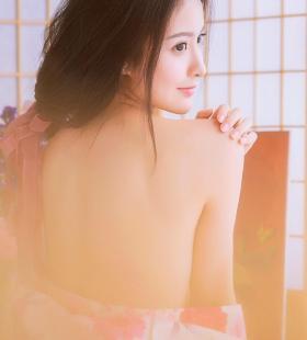 性感气质和服美女大秀美背高清写真图片