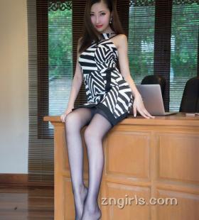 性感黑丝美腿美女Yumi诱人小翘臀私房写真图片
