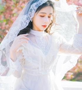 养眼妹子白色宫廷风婚纱裙写真图片