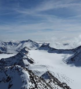 白雪皑皑高清唯美雪山风光桌面壁纸图片