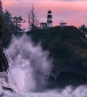 矗立在海边的灯塔高清桌面壁纸图片大全