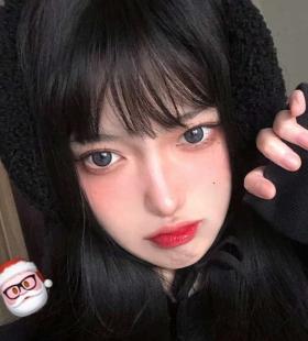 精致妆容的大眼睛女生QQ头像图片
