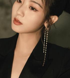 美女明星邢菲干练性感黑色套装高清手机壁纸图片