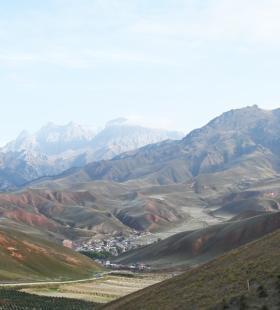 青海卓尔山高处拍下的自然美景高清壁纸图片大全