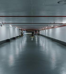 安静无人的地下停车场高清壁纸图片