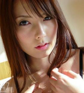 日本女优波多野结衣红色内衣性感写真图片