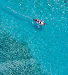 清澈透明的超美海洋手机唯美壁纸图片