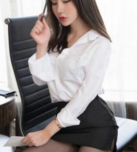 前凸后翘巨乳黑丝女秘书火辣妖娆性感写真