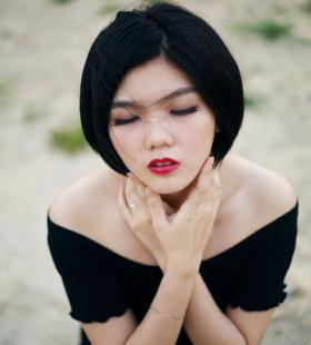性感美女模特一字肩诱人户外高清写真图片