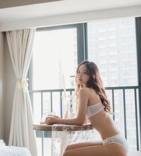 性感内衣美女晓琳优雅动人高清私房写真图片