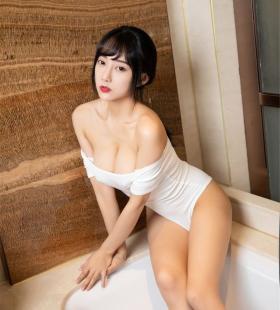 性感巨乳模特何嘉颖连体衣浴室诱人高清写真