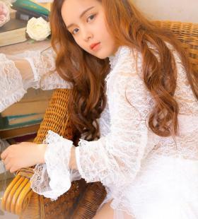 红唇唯美美女蕾丝薄睡衣诱人私房写真图片