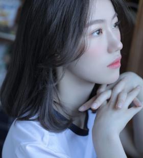清纯少女粉面桃腮唯美迷人高清私房写真图片