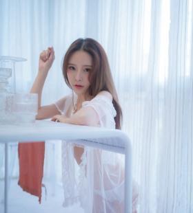 诱人蕾丝美女妩媚造型高清写真图片大全