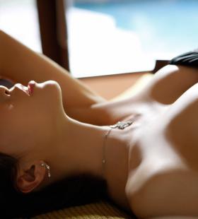 性感大胸巨乳美女风骚诱人高清壁纸美图写真