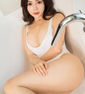 性感巨乳美女lulu惹火诱人高清写真图片