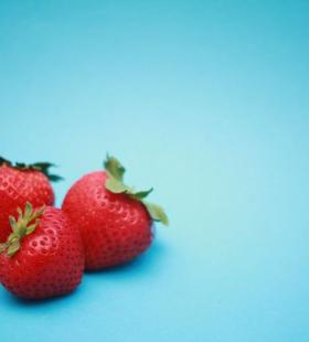 精选新鲜红彤彤的草莓水果图片大全