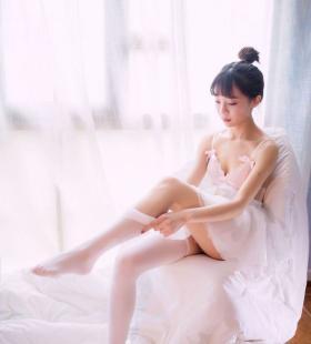 性感芭蕾舞短裙白丝袜诱惑写真图片