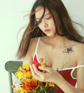性感御姐丰腴泳装造型时尚写真图片